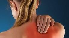 Боль под правой лопаткой: причины и лечение