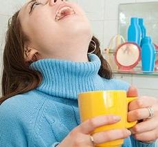 Полоскание горла при <u>фолликулярная ангина лечение в домашних условиях быстро</u> ангине