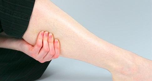 Судороги в ногах ночью: причина и лечение в домашних условиях